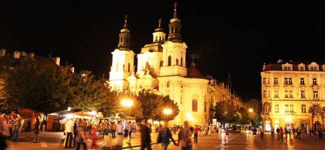 Relógio Astronômico de Praga - Vista noturna da Praça da Cidade Velha