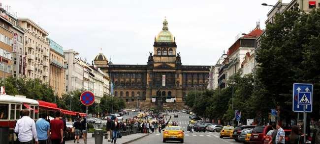 Praça Venceslau de Praga - Museu Nacional ao fundo