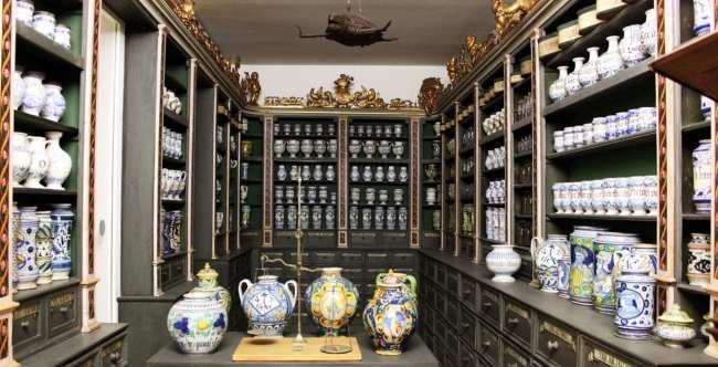 Museu Nacional Germânico de Nuremberg - Antigos vasos e itens de decoração