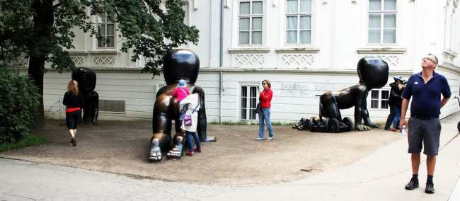 Malá Strana Praga - Estátuas de bebês do David Cerny
