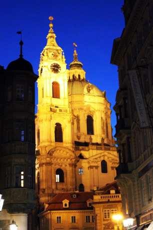 Malá Strana Praga - Igreja de São Nicolau de noite
