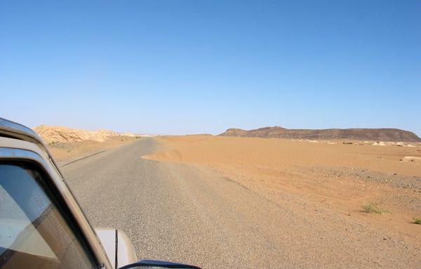 A estrada já no Saara
