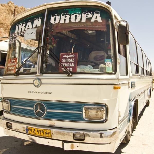 Partiu Irã-Oropa? (Em tempo: isso não é um exemplo dos melhores ônibus iranianos)