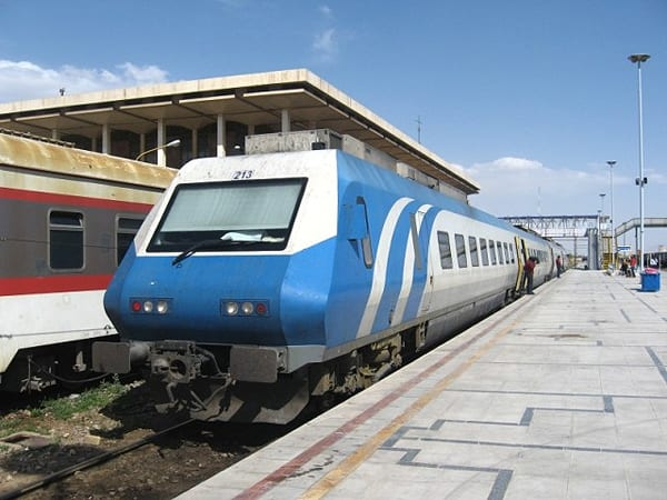 Trem Pardis, o mais novo. Foto: Johannes Heger (CC) - iranrail.net