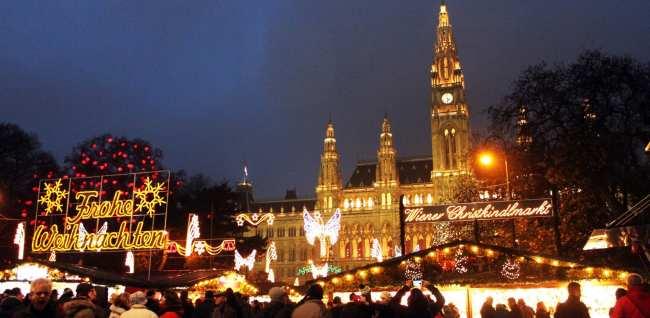 Roteiro de Viena os melhores programas e atrações - Rathaus e mercado de natal