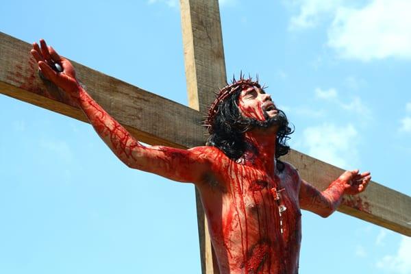 Reencenação da Paixão de Cristo nas Filipinas, por Shutterstock