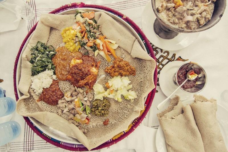 Injera no Seven Olives, em Lalibela, Etiópia