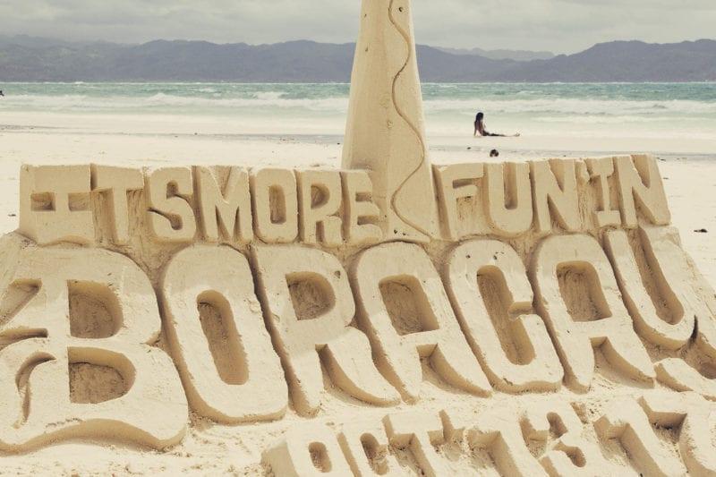 Praia de White Beach, em Boracay