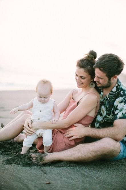 Cadeau de naissance, une séance photo en famille // Crédit - Saya Photography
