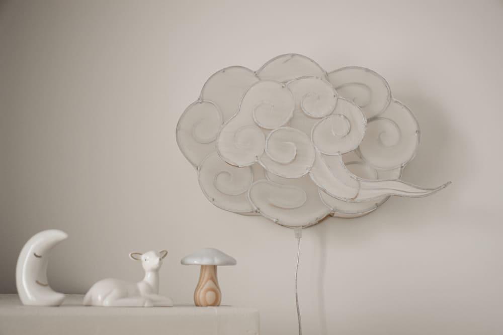 Applique murale en forme de nuage dans la chambre d'un bébé