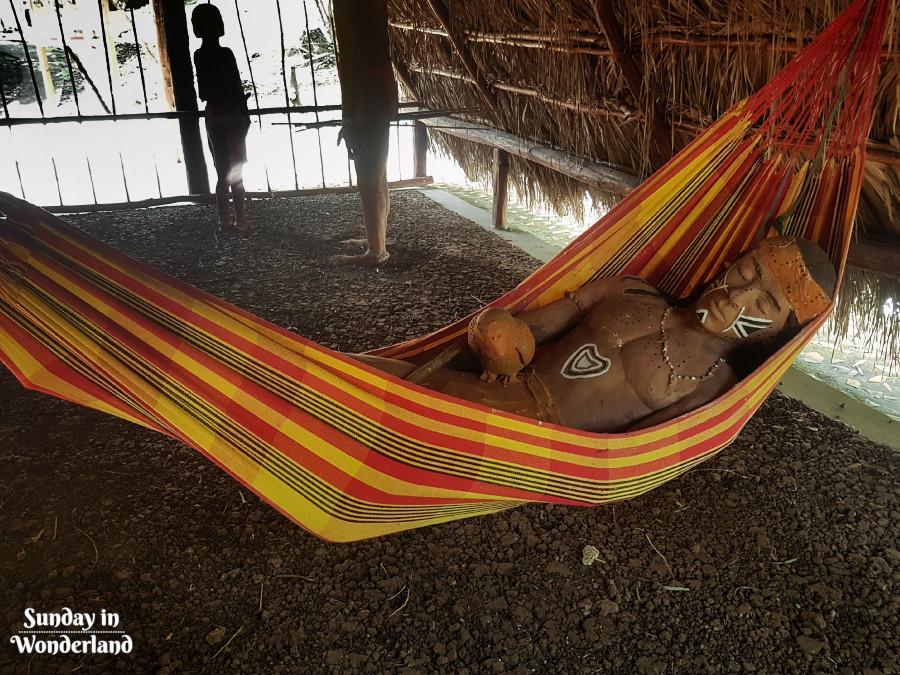 Karaibski mężczyzna śpiący w hamaku - Sunday In Wonderland Blog