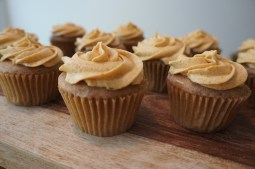 Cinnamon Cupcakes with Pumpkin Frosting