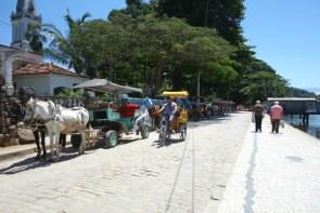 Charettes attendant les touristes.