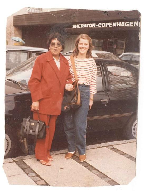 Odette lors de son 1er retour en France. Elle s'est faite une copine durant sa correspondance suédoise.