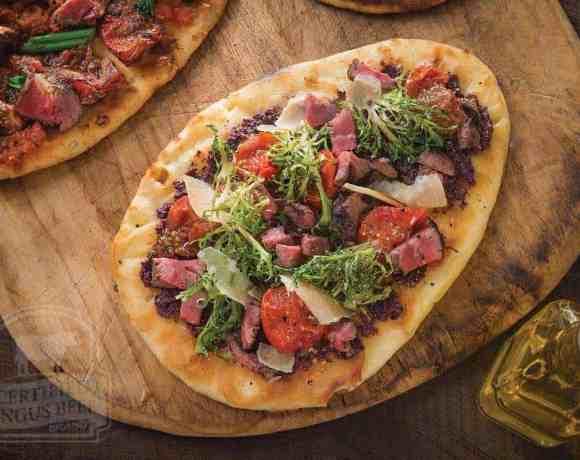 Sunday Supper Recipes: Mediterranean Steak Flatbread #WeekdaySupper