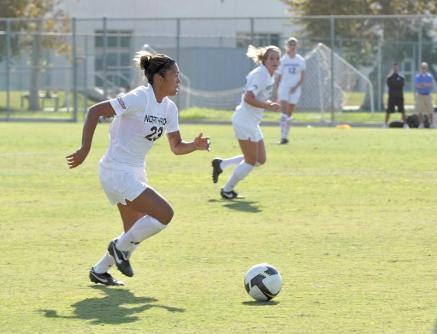 Jasmine Pratt and the Matadors, seen in a game against UC Santa Barbara on Oct. 4, defeated UC Davis 1-0 last Sunday afternoon at Aggie Soccer Field.
