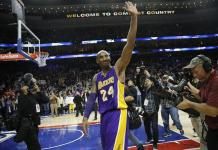 Kobe Bryant waves to crowd