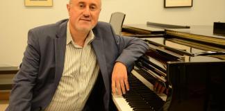 Professor sits a piano
