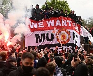 Manchester United vs Liverpool postponed