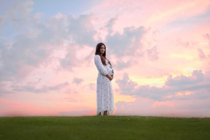 maternity photoshoot ideas, maternity photoshoot clothing