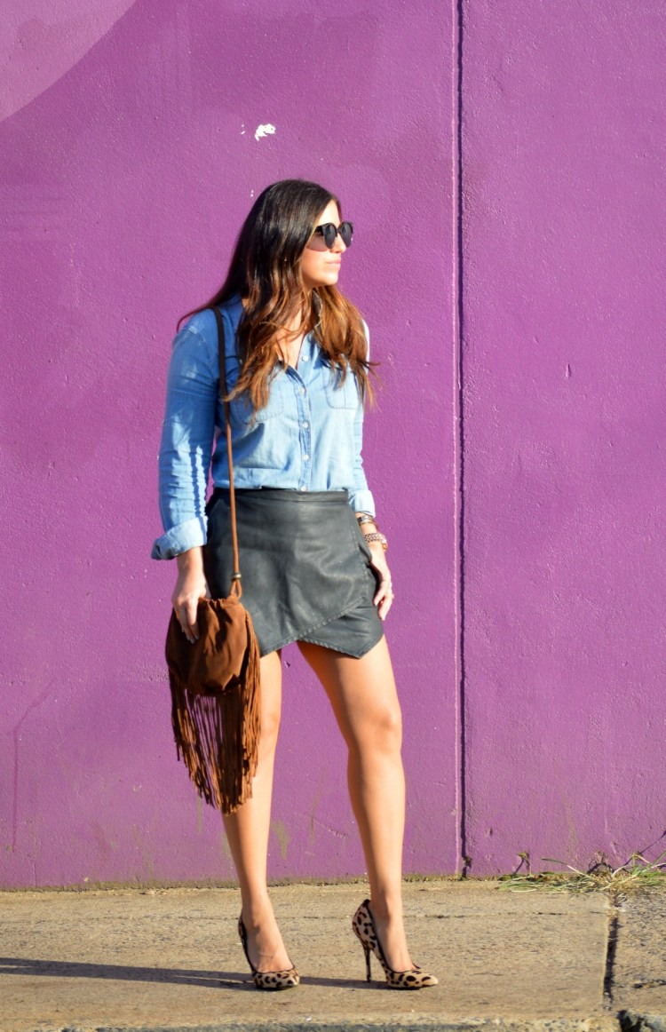 denim top, leather skirt, leather skort, fringe suede bag