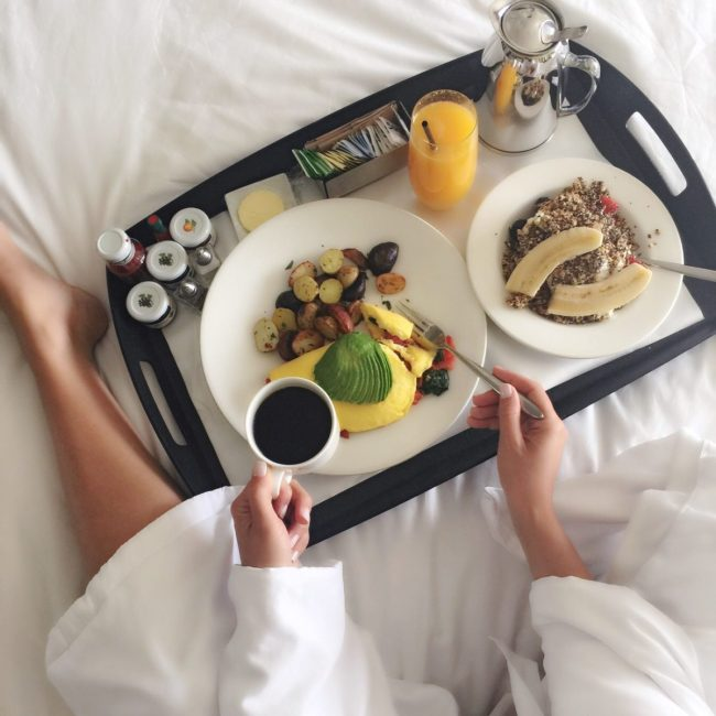 The Huntley Hotel, breakfast in bed, Los Angeles travel guide
