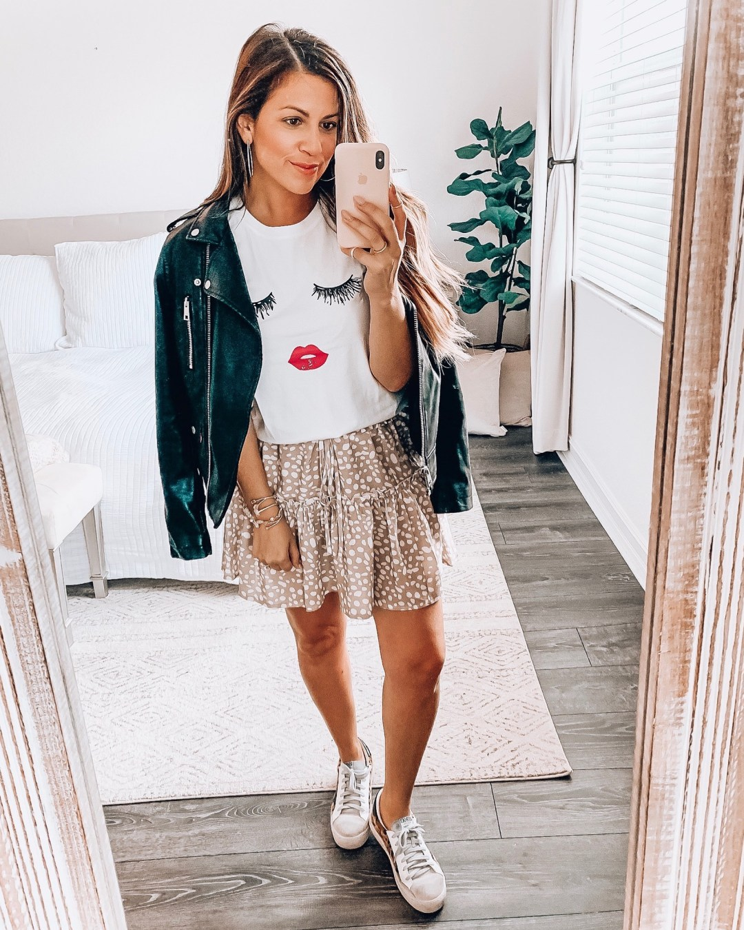 lip tee, Southern fall style, skirt with sneakers