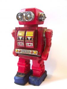 [Photo d'un robot rouge]