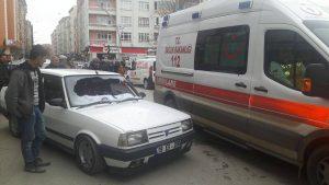 Çorum'un Sungurlu ilçesinde meydana gelen trafik kazasında bir kişi yaralandı. Edinilen bilgilere göre kaza Muhsin Yazıcıoğlu Caddesinde meydana geldi. Hamza D. (23) yönetimindeki 19 ES 206 plakalı otomobil, karşıdan karşıya geçmeye çalışan Resul Taşkın'a (61) çarptı. Çarpmanın etkisiyle yere düşen yaşlı adam olay yerine çağrılan ambulansla Sungurlu Devlet Hastanesi'ne, burada yapılan ilk müdahalenin ardında da Çorum Erol Olçok Eğitim ve Araştırma Hastanesi'ne sevk edildi. Kazayla ilgili soruşturma başlatıldı. çarptı, Otomobil, yaya
