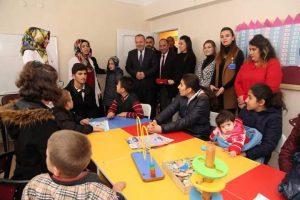 Sungurlu Belediye Başkanı Abdulkadir Şahiner, ilçede bulunan Özel Elifgül Özel Eğitim ve Rehabilitasyon Merkezi'ni ziyaret etti.