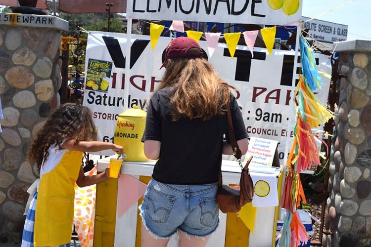 girl lemonade