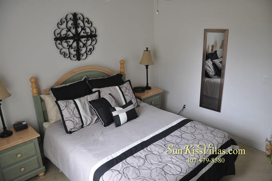 Vacation Home Rental Near Disney World - Sapphire Blue - Queen Bedroom
