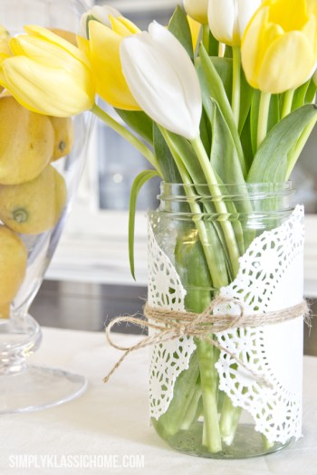 white and yellos spring tulips
