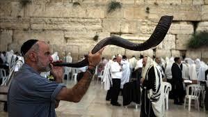 صورة صيام عاشوراء .. بين الفلوكلور المجوسي وعيد الغفران اليهودي