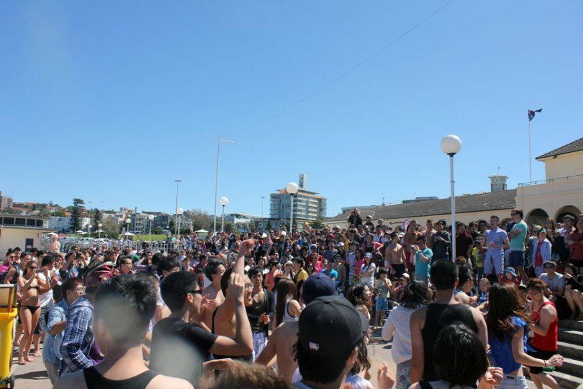 Gangnam style flash mob at Bondi Beach powered by Sunny Bins