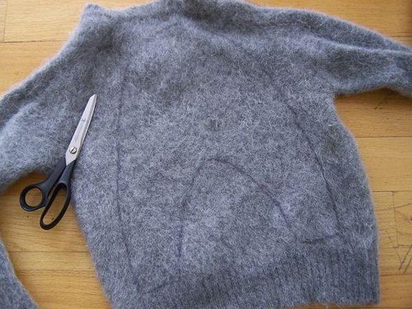 μετατρέψετε παλαιά μπλουζάκια σε ζεστές παντόφλες4