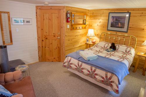 Bedrm-BlairBend-Riverside-Room-1ps