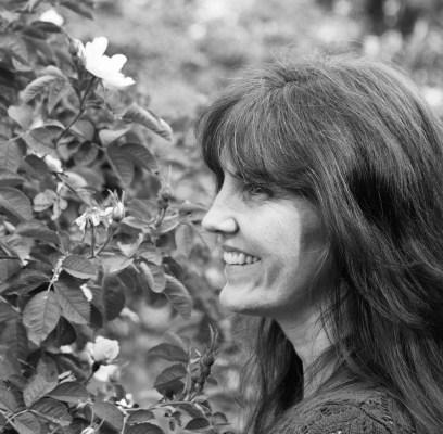 Five Generations of Artists: Meet April Nelson
