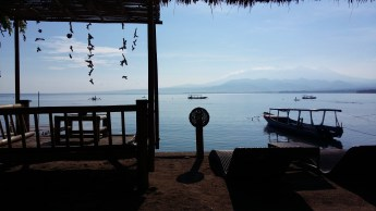 Gili Air Unterkunft: Strandbar Bambu Cottages