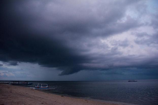 Unwetter und Gewitter über Gili Air