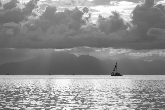 Sonnenuntergang in schwarz-weiß auf Gili Air
