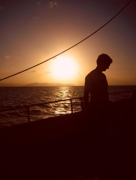 Australische Inseln Ostküste Skipper im Sonnenuntergang