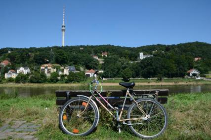Unternehmungen Dresden: Fahrradfahren an der Elbe bei Dresden