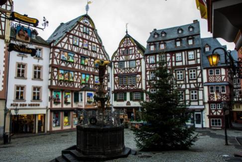 Reise Moseltal Bernkastel Kues Marktplatz