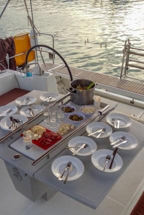 abendessen an bord der soul sailing crew