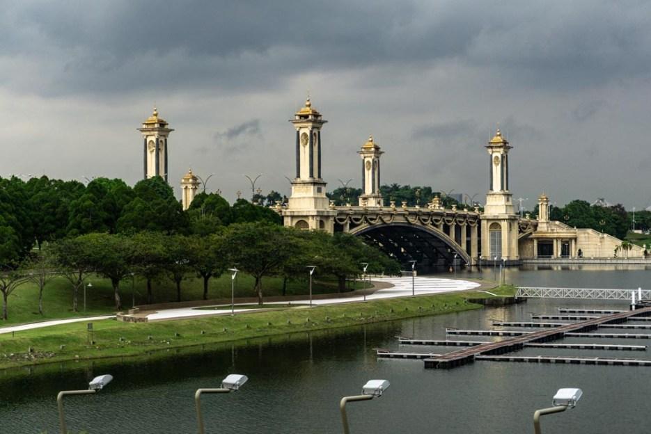 putrajaya sehenswürdigkeiten seri gemilang bridge