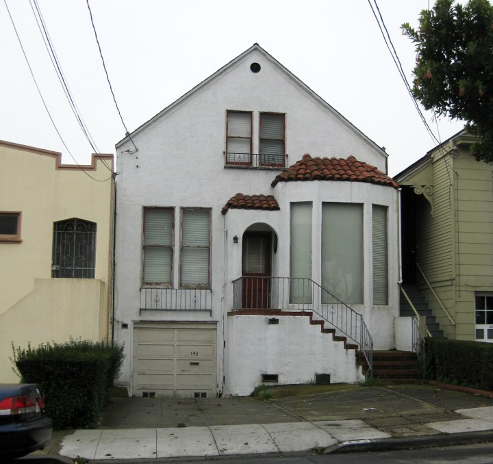 The house at 143 Flood Ave (was 115) where first Sunnyside School was held. Before sit was stucco'ed over in the 20thC, the building would have had carpenter details like other houses on this block built also built during the early 1890s.