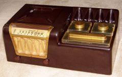 1948 radio. Wikimedia.org.