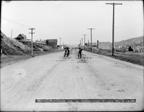 April 1909. Monterey Blvd near Detroit Street, looking east. Workers Breaking Ground for New Tracks. Image courtesy SFMTA. sfmta.photoshelter.com