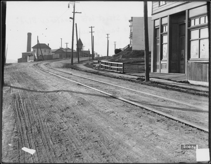 Circular Avenue Between Arcadia Street and Joost Avenue